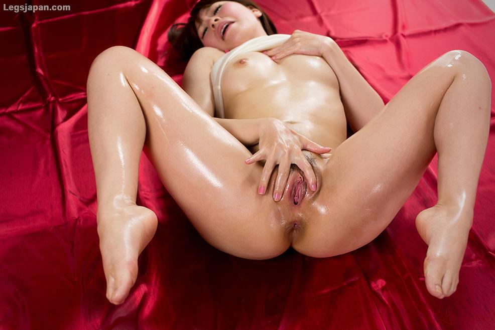 Japanese pussy spread open legsjapan