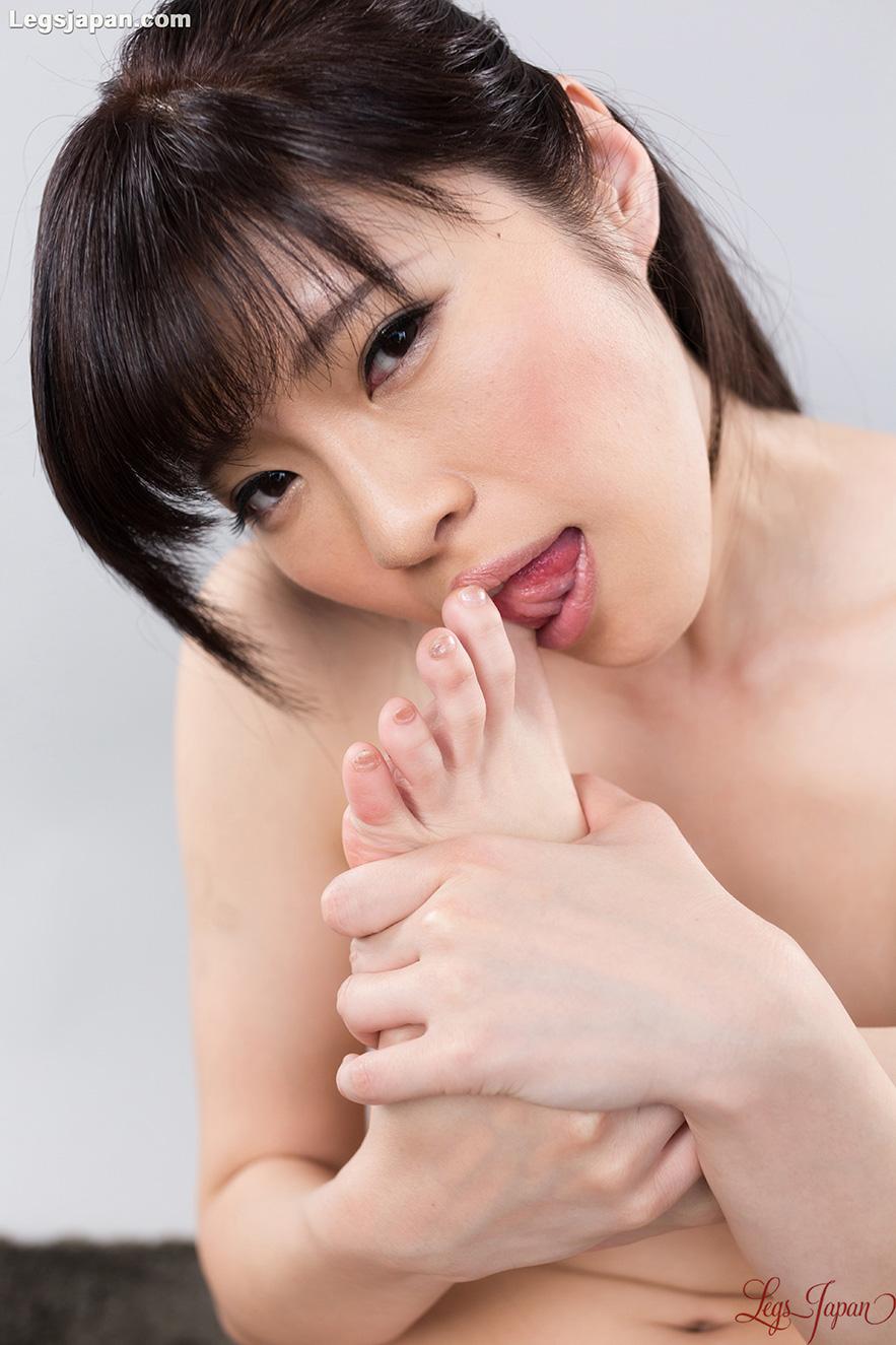 Japanese leg fetish Idol Sara Yurikawa - TokyoAshi.com